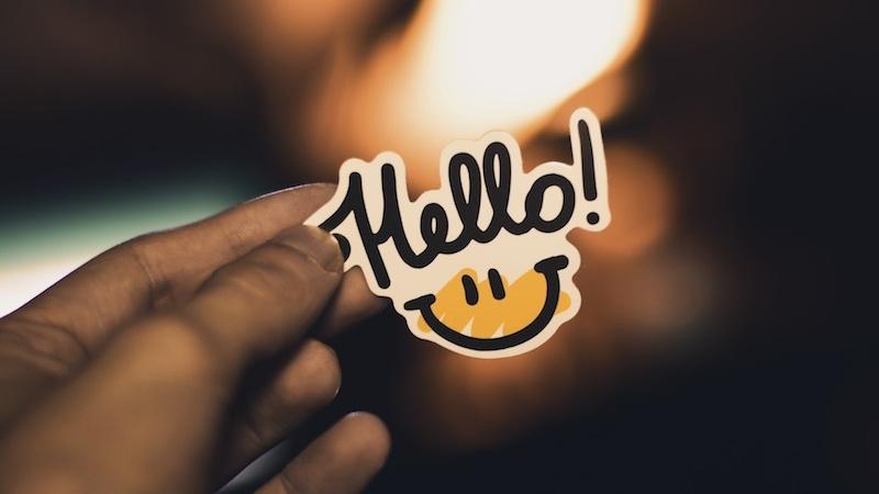 """Naklejka z uśmiechem i napisem """"hello"""""""