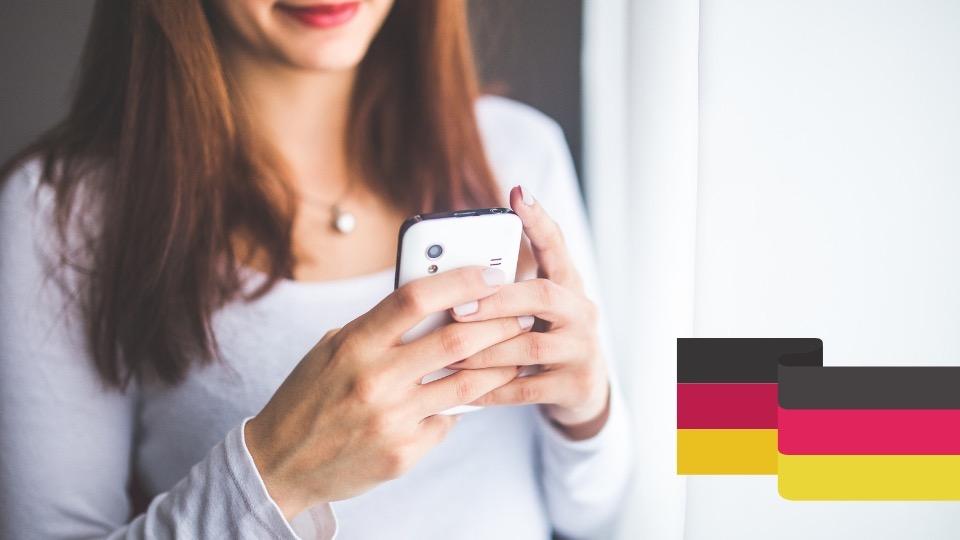 Nauczyciel korzysta z aplikacji do nauki języków